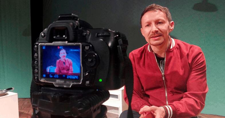 Johan Velandia «El teatro en estos momentos puede hacer teatro»